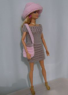 Ravelry: Green Dress pattern by stickatillbarbie.A dress for Barbie. Barbie Clothes Patterns, Crochet Barbie Clothes, Doll Clothes Barbie, Barbie Dress, Clothing Patterns, Barbie Doll, Barbie Knitting Patterns, Knitting Dolls Clothes, Knitted Dolls