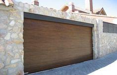622 €: Vindem usi de garaj la cele mai mici preturi de pe piata. Panourile au 42 mm grosime, vopsite in camp electrostatic, cu o rezistenta crescuta la intemperii. Usile nu au o dimensiune standard, putand f...