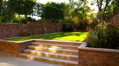 Small Garden Wall Ideas, Garden Wall Designs, Backyard Garden Design, Modern Backyard, Landscaping Retaining Walls, Garden Paving, Backyard Landscaping, Patio Steps, Brick Steps