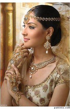 Beautiful Indian Bride, #Jewelry, incl Matha Patti w/ Maang Tikka, Haath Phool...