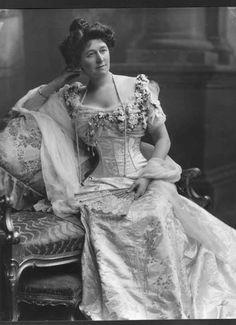 I love this time and this spirit of magnificence. I love 1900's. J'aime cette époque et cet esprit de somptuosité. J'aime la Belle Époque.