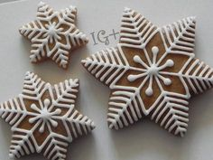 Trendy cookies decorated ideas snowflake ideas – Cakes and cake recipes Christmas Biscuits, Christmas Sugar Cookies, Christmas Sweets, Christmas Cooking, Holiday Cookies, Gingerbread Decorations, Christmas Gingerbread, Gingerbread Cookies, Diy Christmas Fireplace