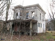 exterior of abandoned farmhouse, Lebanon, NY (Huffington Post) Abandoned Farm Houses, Old Farm Houses, Abandoned Castles, Abandoned Mansions, Abandoned Places, Unique Buildings, Old Buildings, Abandoned Buildings, Most Haunted Places