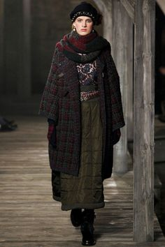 Chanel Pre-Fall 2013 Collection Slideshow on Style.com
