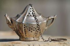 ANTIQUE KREW STERLING SILVER TEAPOT SHAPED TEA BALL STRAINER INFUSER