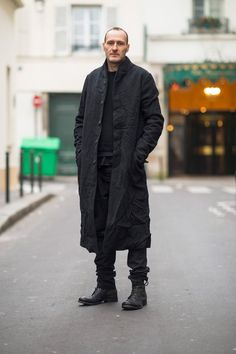 Street style from Paris shot by Adam Katz Sinding All Black Outfits For Women, All Black Fashion, White Outfits, Casual Outfits, Men Casual, Fashion Couple, Mens Club Outfit, Pinterest For Men, Mens Fashion Week
