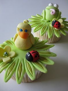 Spring bird and lady bug cupcakes Spring Cupcakes, Fancy Cupcakes, Pretty Cupcakes, Beautiful Cupcakes, Sweet Cupcakes, Yummy Cupcakes, Gorgeous Cakes, Frog Cupcakes, Amazing Cupcakes