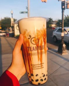 Massachusetts is home to many iconic buildings, colleges, and culture. In addition to all that, Talk Boba wants to add the best boba places found in Massachusetts, see them here! Bubble Tea Flavors, Thai Milk Tea, Milk Tea Recipes, Boba Drink, Lemon Head, Bubble Milk Tea, Bubble Waffle, Boston Tea Parties, Brewing Tea
