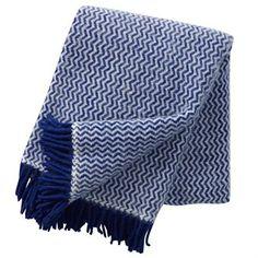 De Tango wollen deken van Klippans Yllefabrik bestaat uit 100% ecologisch lamswol. Het tijdloze motief zorgt ervoor dat dit deken in ieder huishouden een plek weet te vinden. Deze zeer geliefde deken is in verschillende kleurstellingen beschikbaar.
