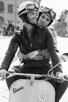 Vespa_scooter couple