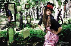 Top hat loveliness....[Ragazza Dec 08 featuring Alicia en el Pais de las Maravillas (Spanish for Alice in wonderland)]