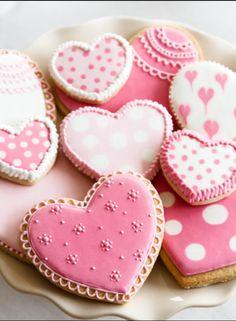 Galletitas decoradas, corazones, rosado, perlitas.