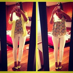 Neon yellow outfit for working days - yellow blazer from FOREVER21, white jeans from H&M, Les Bourgeoises flower top, Even & Odd yellow and gold shoes.