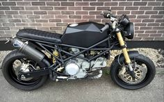 Ducati Monster Brat Style by Robinson's Speed Shop #motorcycles #bratstyle #motos | caferacerpasion.com