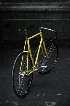 Sakharov Andrey sent me some photos of his drop dead gorgeous Eddy Merckx Track made out of Columbus aero shaped tubes and fully equipped with a very rare Galli pista groupset. Bike Wear, Fixed Gear, Track, Bike Style, Bicycles, Comme, Cycling, Motorcycles, Accessories