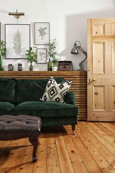 DIY Rustic Radiator Covercountryliving Diy Home Interior, Luxury Homes Interior, Living Room Interior, Living Room Decor, Interior Design, Kitchen Interior, Interior Ideas, Posters Wall, Home Remodeling Diy