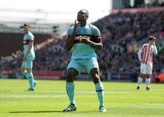 West Ham winger Michail Antonio signs new four-year deal | 1hrSPORT