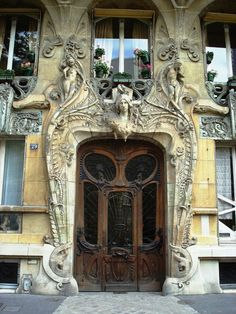 29 Avenue Rapp won the contest for best Paris facade in 1901. Read more at:…