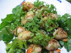 Scallops with finger limes - Recipes - ABC Radio Flat Pan, Native Foods, Lime Recipes, Scallop Recipes, Frying Oil, Recipe Ratings, Food Categories, Serving Plates, Scallops