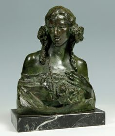 "35005866. BENLLIURE GIL, Mariano (Valencia, 1862 – Madrid, 1947). ""Dama"". Escultura en bronce con peana de mármol. Firmada en la parte inferior. Medidas: 23 x 17 x 12 cm (escultura); 3 x 18,5 x 11 cm (peana)."