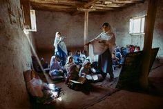 Reading   Steve McCurry