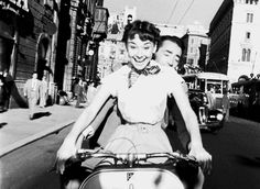 theniftyfifties:  Audrey Hepburn and Gregory Peck in 'Roman Holiday', 1953. (gif)