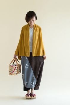 Haori cardigan in a breezy linen/cotton blend makes a comeback for the warm months. The drape of the kimono sleeves provides an elegant touch to any outfit.  #sousou #sousoukyoto, #kyoto #japan #kimonosleeve #cardigan #2016fallcollection #fashionblogger