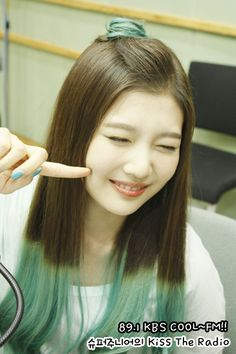 Joy being adorable as usual. South Korean Girls, Korean Girl Groups, Double Take, Sooyoung, Seulgi, Role Models, Red Velvet Joy, Joy And Happiness, Queens