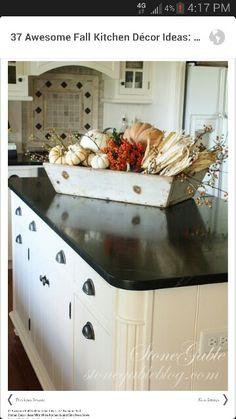 Good idea for kitchen island fall decor