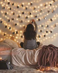 fairy lights + polaroids Great way to display Christmas Cards / #diy #lighting / Via: https://www.instagram.com/p/-qyYsRxO5d/