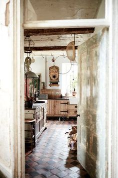texture and character, vintage Find Objects, Cozy Cabin, Weathered Wood, Rustic Style, Oversized Mirror, Indoor, Rustic Kitchens, Furniture, Interiors