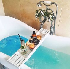 Take a dip into relaxation with some gorgeous bath inspiration for your pamper days! Spas, Entspannendes Bad, Lush Bath, Relaxing Bath, Just Relax, Bubble Bath, Spa Day, Bath Time, Bath Caddy