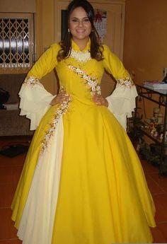 Vestidos de prenda gaucha amarelo Frock Fashion, Hijab Fashion, Fashion Dresses, Gaucho, Maxi Dress Wedding, Anarkali Dress, Pin Collection, Frocks, Blouse Designs