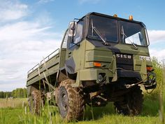 Raaseporin turma: Tällainen on turmassa ollut maastokuorma-auto Sisu Army Vehicles, Bus, Finland, Tractors, Monster Trucks, Modern, Military Vehicles, Trendy Tree