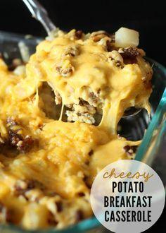 Delicious, easy and quick Cheesy Potato Breakfast Casserole { http://lilluna.com }