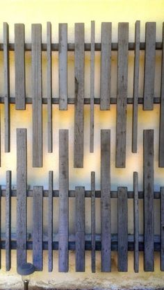 great backyard privacy fence design ideas to get inspired 35 Diy Screen Door, Screen House, Diy Door, Timber Screens, Outdoor Screens, Privacy Screens, Exterior Paint Colors For House, Paint Colors For Home, Wall Exterior