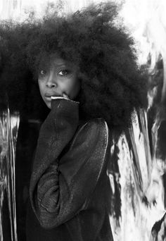 fyeahblackhippy: misterand: Erykah Badu | Frank Ockenfels Omg. I wanna be her. For a millisecond. Why can't i!?!