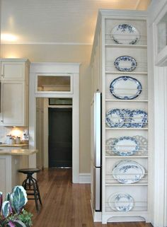 Beautiful blue china plate rack on side of kitchen cabinets. Great built-in diy kitchen decor and storage ideas. Feet on bottom of floor to ceiling Plate Rack l 5 Favorite DIY Farmhouse Plate Racks Plate Rack Wall, Plates On Wall, Diy Plate Rack, Cabinet Plate Rack, Plate Racks In Kitchen, Plate Holder, Kitchen Redo, Kitchen Storage, Kitchen Shelves