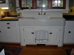 Kitchen Sink Remodel retro vintage kitchen sink farmhouse with drainboard Vintage Farmhouse Sink, Vintage Kitchen Cabinets, Vintage Sink, Farmhouse Cabinets, Farmhouse Sink Kitchen, Old Kitchen, Farmhouse Ideas, Kitchen Ideas, Farmhouse Style