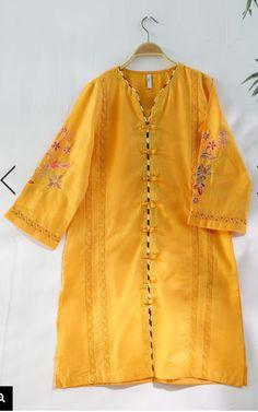 Stylish Dresses For Girls, Stylish Dress Designs, Dress Neck Designs, Designs For Dresses, Simple Pakistani Dresses, Pakistani Fashion Casual, Pakistani Dress Design, Pakistani Designer Clothes, Simple Kurti Designs