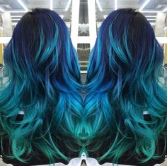 From navy blue to sky blue to turquoise, this stylish blue-themed ombre hair color sure makes a statement!