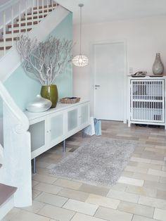 Die Schöner Wohnen my colour Wand- und Deckenfarbe ist eine fertig abgetönte, matte und wasserdampfdurchlässige Dispersionsfarbe für den Innenbereich. Hier in der Farbe BREEZE.