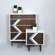 Vintage Mid Century Modern (MCM) Set Bassett Dresser and One Night Stand or End Table Mcm Furniture, Upcycled Furniture, Furniture Makeover, Vintage Furniture, Dresser Makeovers, Painted Night Stands, Cabinet Makeover, Mid Century Modern Furniture, End Tables