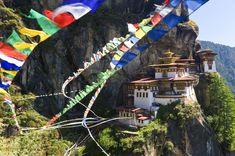 10 superdestinos para 2015   El Viajero   EL PAÍS Brasi Felicidade no Ninho do Tigre É possível medir a felicidade? No Butão dizem que sim, existe até um ministério, a Comissão Nacional para a Felicidade Bruta, que cuida dela. Segundo um estudo do buscador Skyscanner, no último ano as reservas de voos para esse país do Himalaia aumentaram em 40%, com monastérios budistas construídos em penhascos como o Taktsang Dzong, o Ninho do Tigre (na foto).l