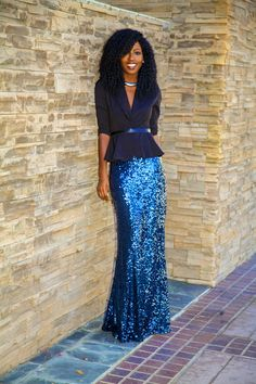 Peplum Blazer + Sequin Maxi Skirt this girl looks crazy-good! Maxi Skirt Style, Skirt Outfits, Club Outfits, Modest Outfits, Moda Formal, Peplum Blazer, Peplum Tops, Mode Online Shop, Sequin Maxi
