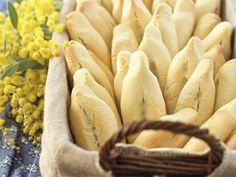 Navettes de Marseille au Thermomix 2 Oeufs 200 grammes Sucre en poudre ½ cuillère à café Sel 3 cuillères à soupe Eau de fleur d'oranger 1 cuillère à café Zeste d'orange 6 cuillères à soupe Huile d'olive 500 grammes Farine