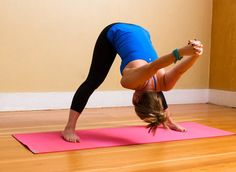 Loosen Up: 3 Yoga Poses to Stop Neck Pain - A long day of sitting or a rough night of sleep can lead to neck pain. When things feel a little tense, tight, or off-kilter, these yoga poses can help alleviate that discomfort. Sport Fitness, Yoga Fitness, Fitness Tips, Fitness Motivation, Health Fitness, Easy Fitness, Fitness Exercises, Fitness Quotes, Workout Exercises