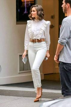 37 Trending Business Casual Outfit For Women This Summer The casual office oufit for those women leaves more space for unique interpretations. Business casual outfit is among the hardest to define. Summer Work Outfits, Casual Work Outfits, Mode Outfits, Office Outfits, Work Attire, Work Casual, Chic Outfits, Fall Outfits, Fashion Outfits