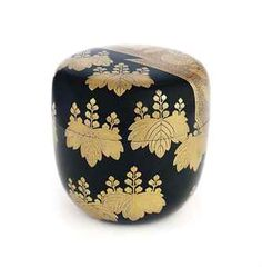 A Lacquer Natsume [Tea Caddy] Tea Canisters, Tea Tins, Japanese Prints, Japanese Art, Matcha, Japanese Chrysanthemum, Natsume, Japanese Tea Ceremony, Japanese Aesthetic