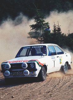 Pajero Off Road, Ford Motorsport, Road Race Car, Ford Rs, Rally Raid, Classic Race Cars, Porsche, Classic Motors, Ford Escort